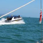 4 IMG_6415a Touristen werden mit 3x 250 PS zu einer Insel gebracht