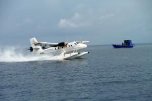 20 Wasserflugzeug beim Kuredoo-Resort
